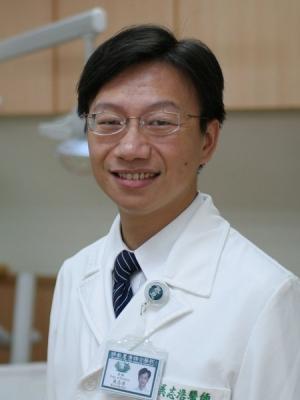 吳志浩  醫師